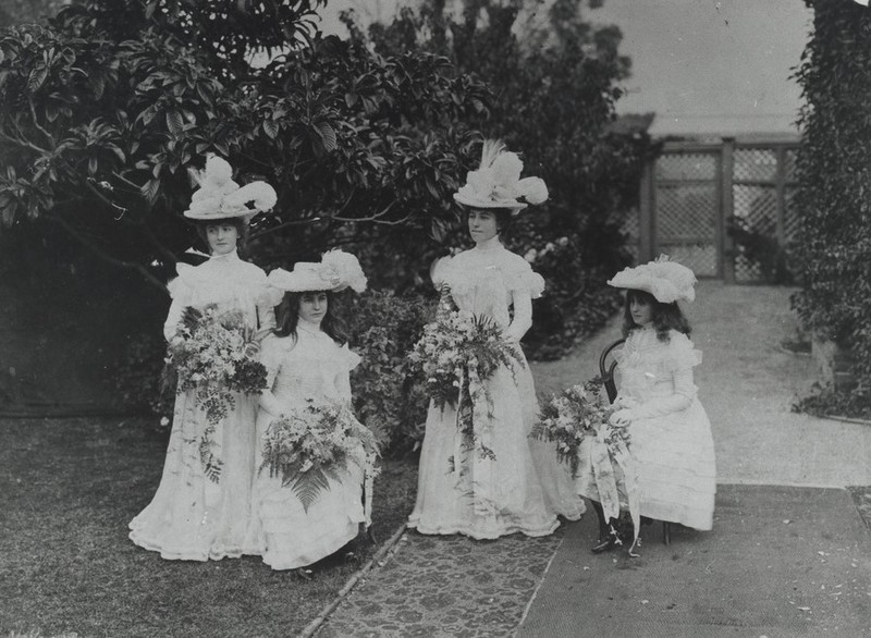 Bridesmaids at the wedding of Elsie Bonython and Herbet Angas c.1900
